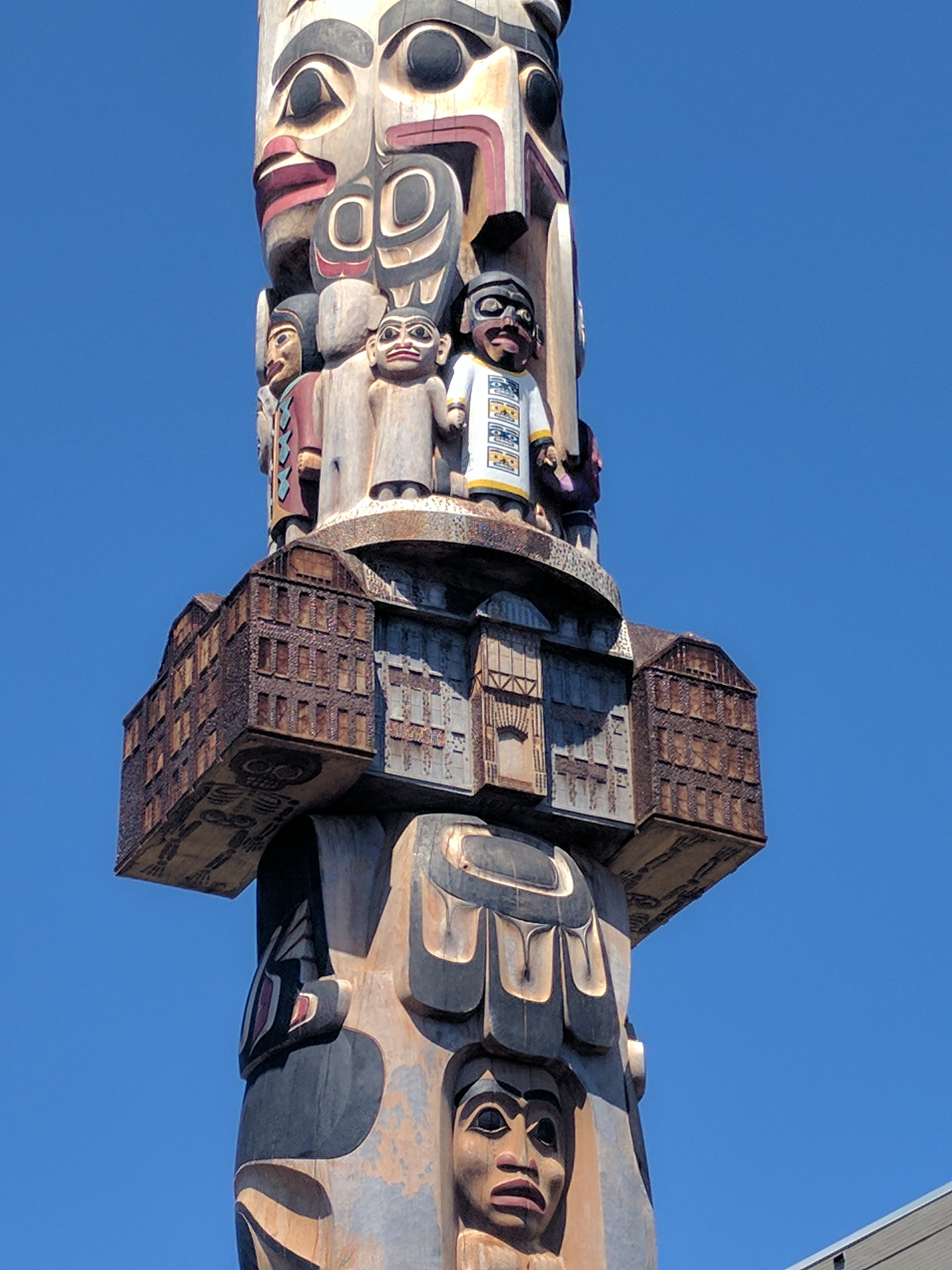 The Reconciliation Story Pole at the University of British Columbia, Canada. Carved by 7idansuu (Edenshaw) James Hart (Haida), it depicts Indigenous childhood interrupted by imposed schooling.